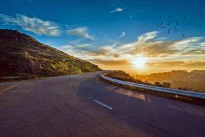 Wie kann man billigere Mietwagen im Urlaub buchen?
