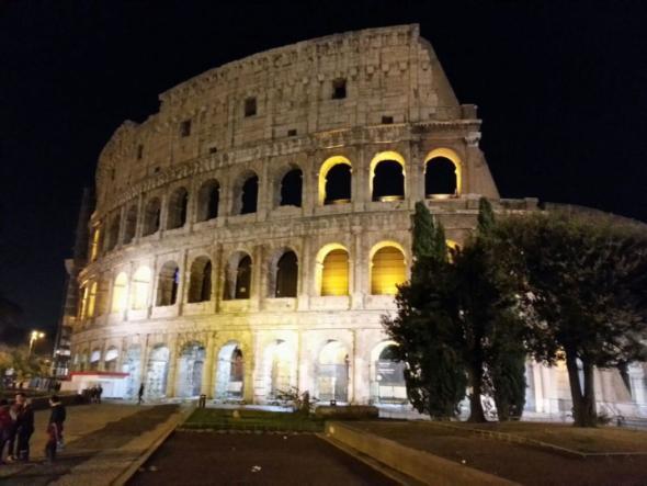 Kolosseum bei Nacht