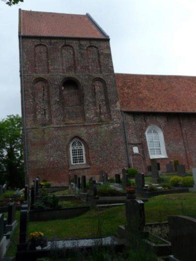 Der schiefe Kirchturm von Surhuusen